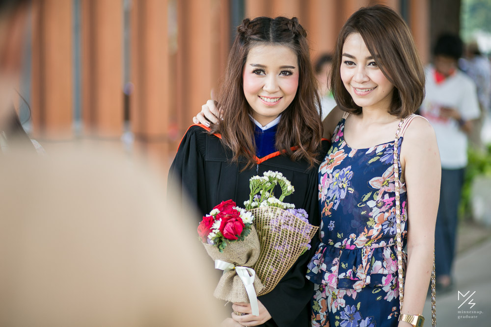 ช่างภาพ รับปริญญา ม กรุงเทพ น้องน้ำผึ้ง Bangkok University