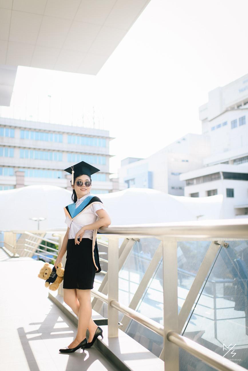 รับปริญญา หอการค้าไทย - University of the Thai Chamber of Commerce Graduate War War and Friends